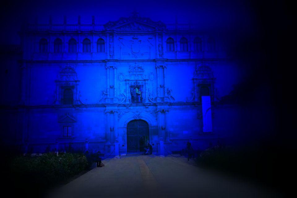 La Universidad de azul