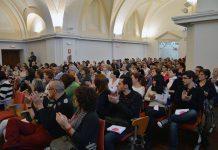 El Aula Magna de la Facultad Económicas ha acogido en la mañana de hoy un entrañable y simbólico acto que ha reunido a más de un centenar de personas y que se enmarca en las actividades organizadas con motivo de la conmemoración del Día Internacional para la eliminación de la violencia contra las mujeres.