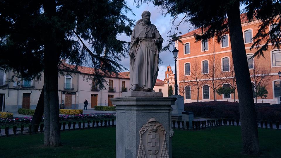 Cisneros en su pedestal
