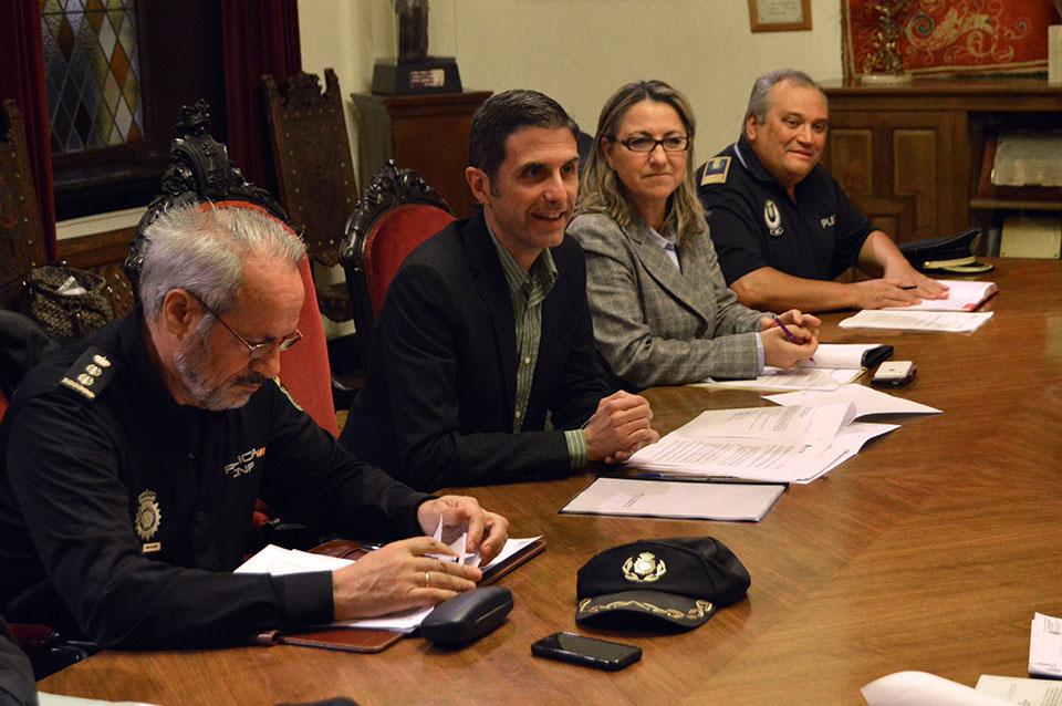 Primera Junta Local de Seguridad Ciudadana presidida por el alcalde de Alcalá, Javier Rodríguez Palacios