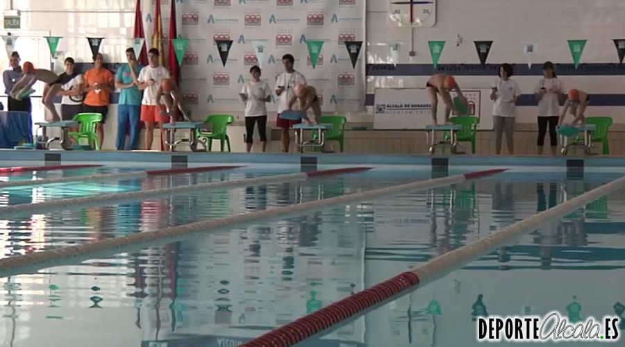 La baja temperatura de la piscina cubierta del val for Piscina cubierta alcala la real