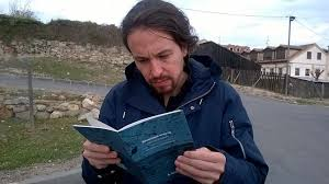 Pablo Iglesias leyendo Economía eres tú