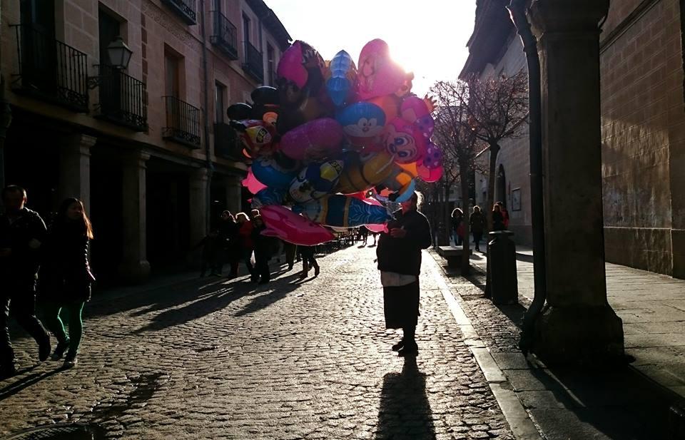 Vendedora de globos por Carnaval