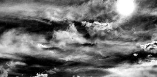 Nubes por la Plaza de Cervantes