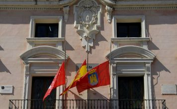 Banderas a media asta por Bruselas