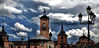 Nubarrones en la Plaza de Cervantes