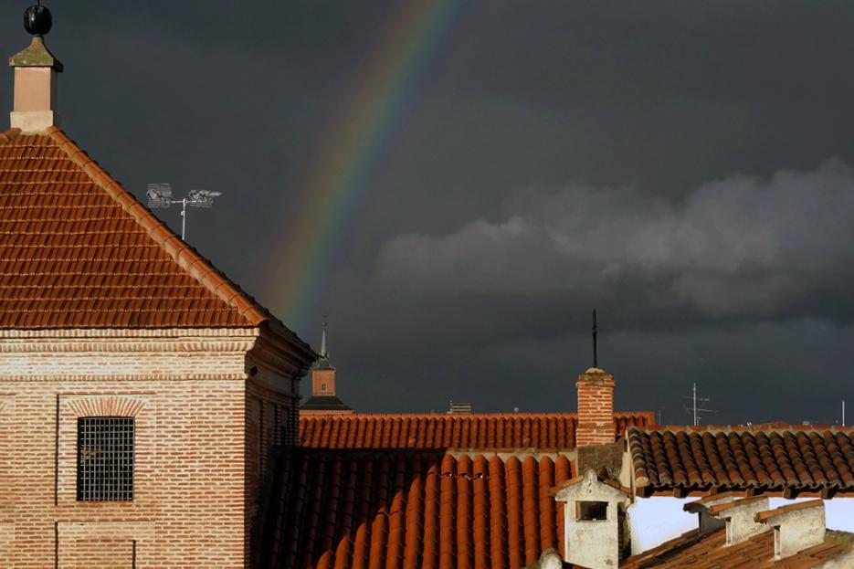Arco iris monumental en Alcalá de Henares