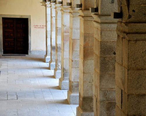 Patio Santo Tomás de Villanueva en la Universidad cisneriana de Alcalá de Henares