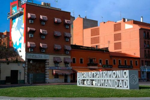 Mural cervantino en la entrada de Alcalá . Foto de Pedro Enrique Andarelli