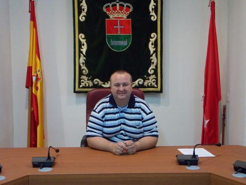Santiago Serrano Barranco es alcalde de Corpa por Izquierda Unida.
