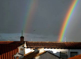 Espectacular arco iris doble en la ciudad patrimonio