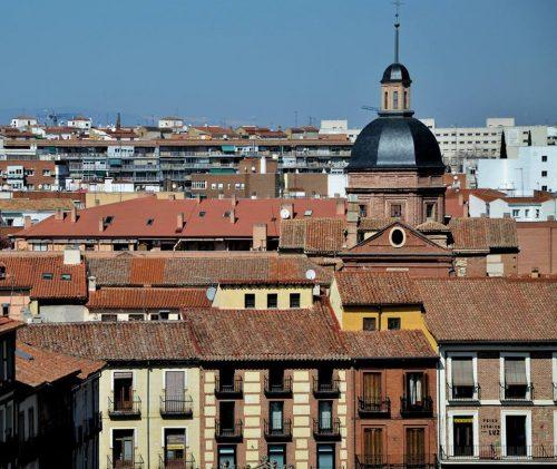 Viviendas en el centro histórico y en barrios de Alcalá. Foto de Ricardo Espinosa Ibeas.