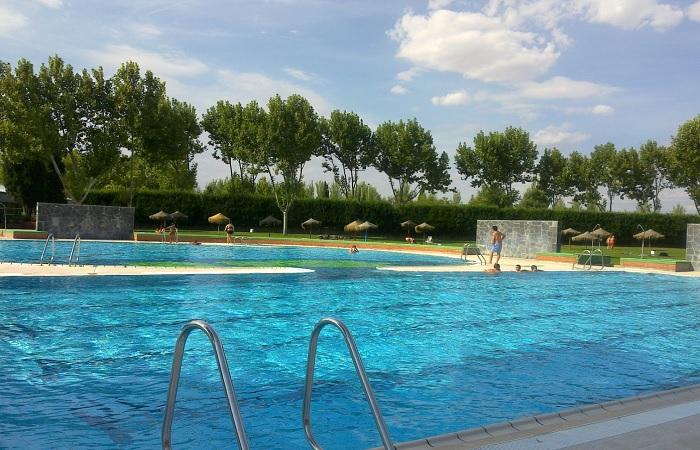Hoy viernes abren las piscinas del o 39 donnell y el juncal con precios rebajados para j venes - Piscina cubierta alcala de guadaira ...
