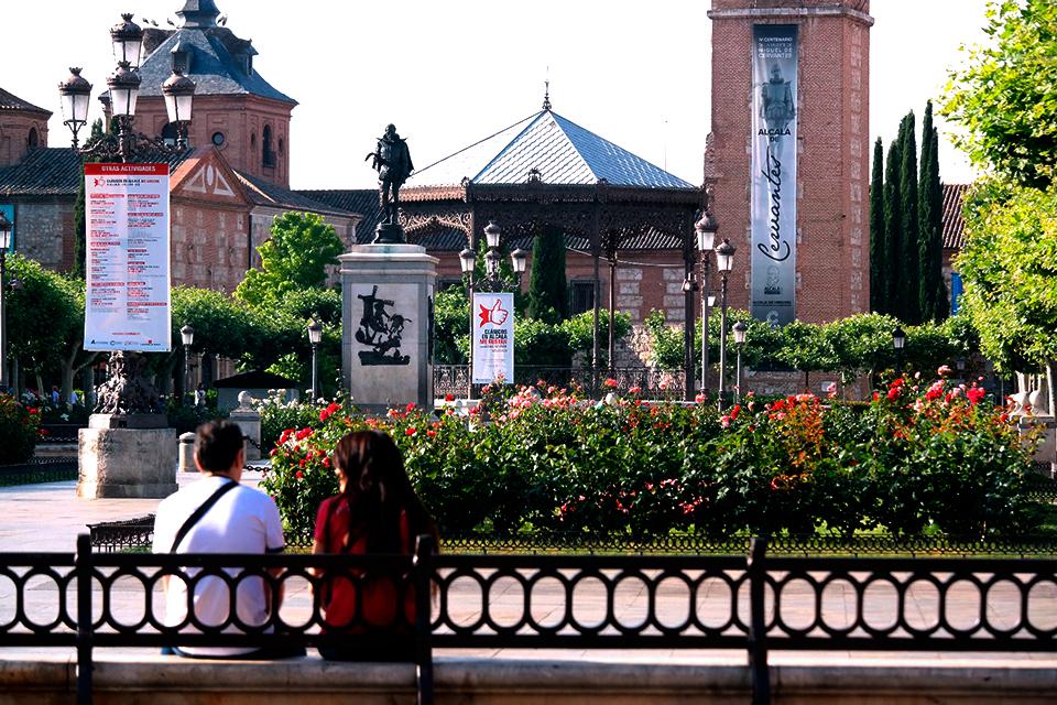 Clásico descanso en la Plaza de Cervantes