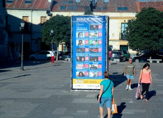 De mañana por la plaza de los Santos Niños