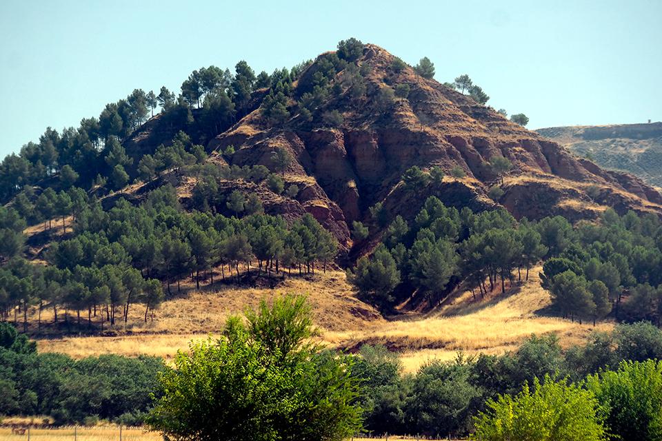 El monte Malvecino bajo la solana de agosto