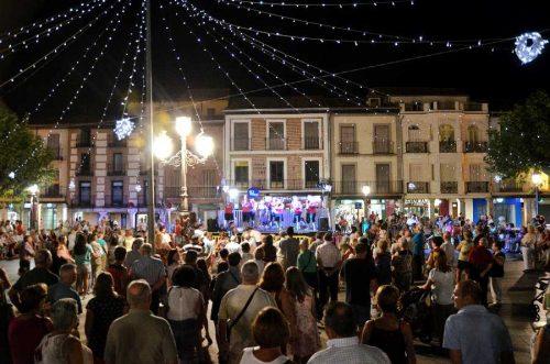 La Plaza de Cervantes se convierte cada noche de Ferias en el epicentro musical de la ciudad.Foto de Ricardo Espinosa Ibeas