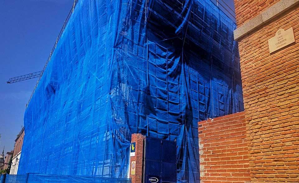 Los cuarteles se visten de azul por obras