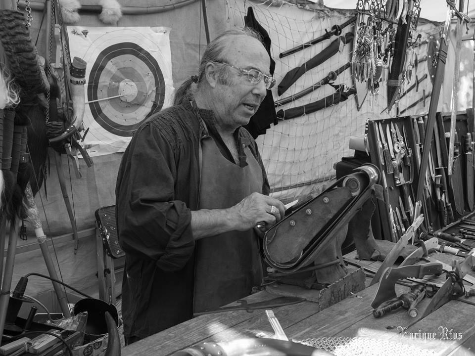 Curtidor de cuero en el Mercado Cervantino