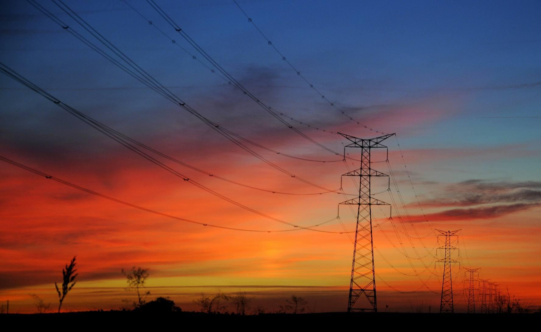 Atardecer eléctrico de otoño en la campiña