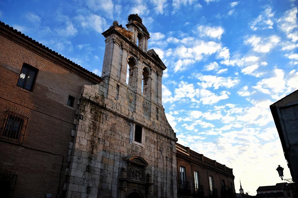 La imponente espadaña de San Ildefonso