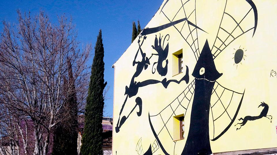 Mural cervantino en la Plaza de los Santos Niños