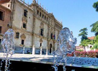 Esculturas de agua en la Plaza de San Diego