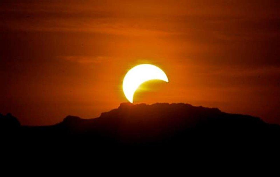 Resultado de imagen para eclipse parcial de sol