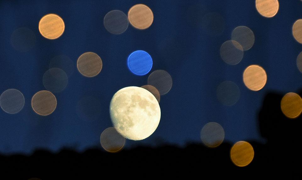 La luna se despide de las Ferias de Alcalá