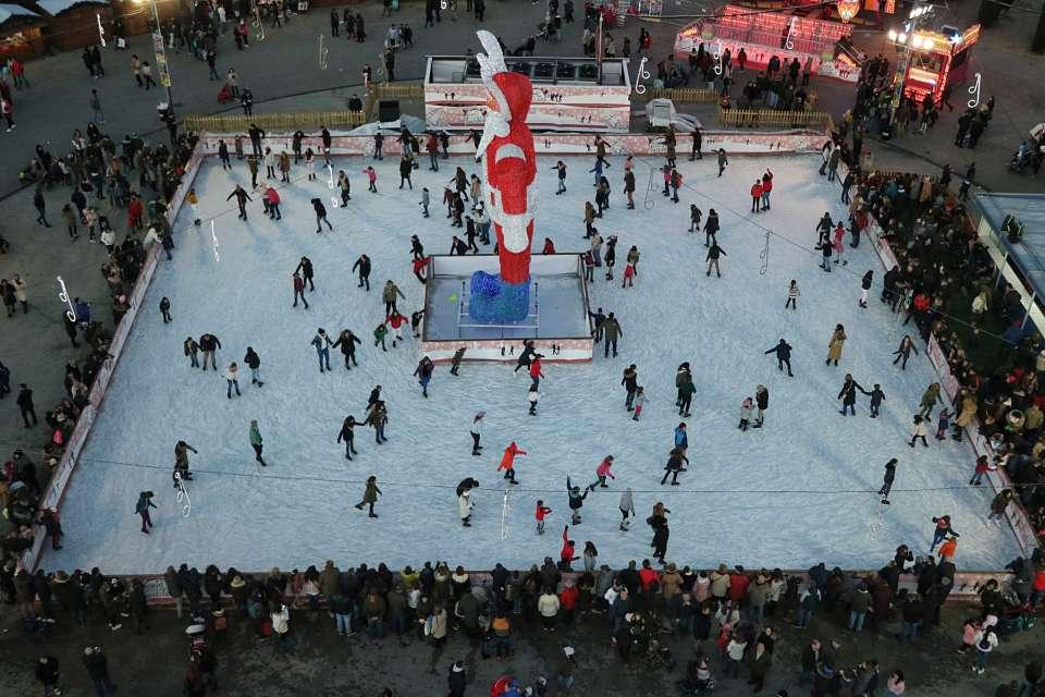 La pista de hielo de la Navidad