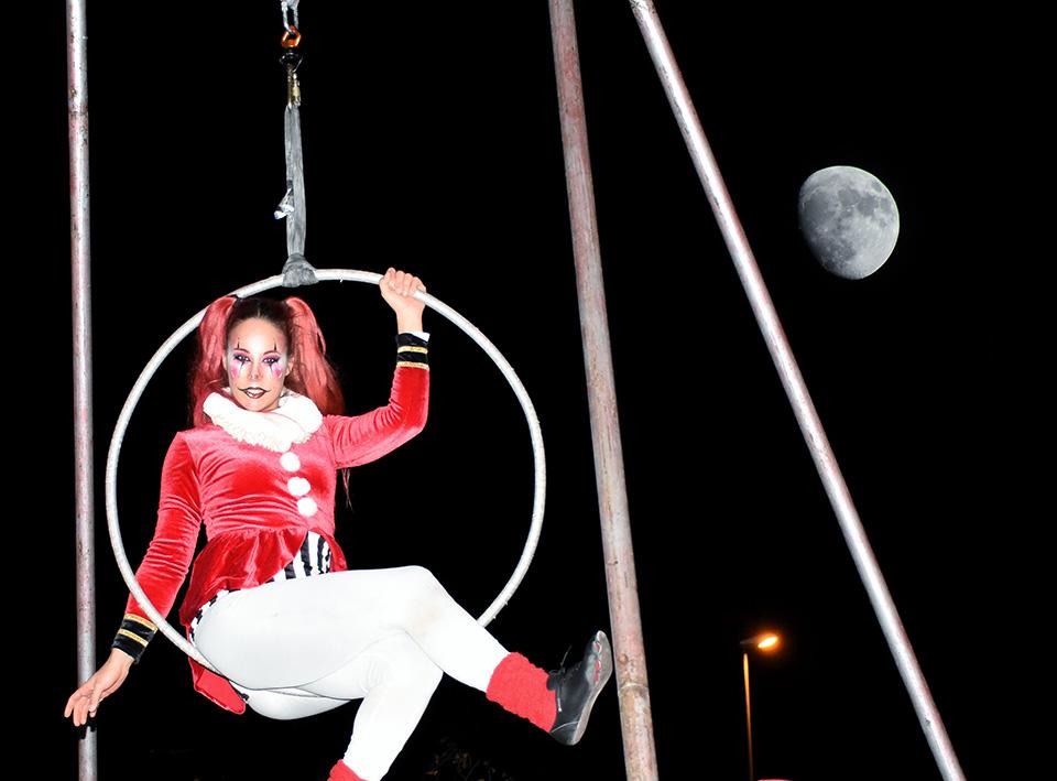 La trapecista y la luna en Espartales