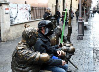 Posado galáctico con Don Quijote y Sancho Panza en la calle Mayor