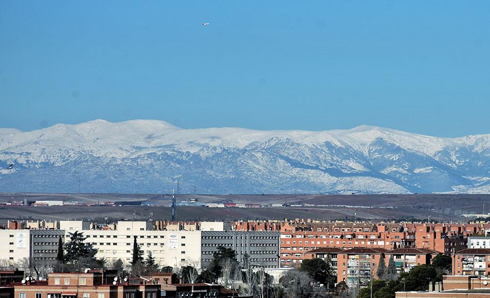 Vista de la sierra nevada desde Alcalá de Henares