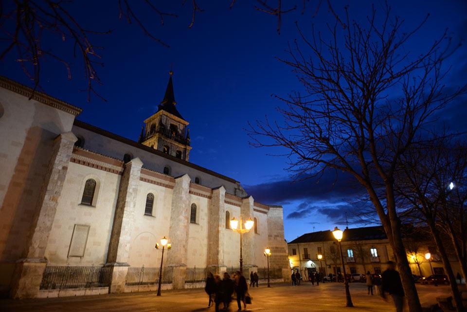 Nocturna de la Plaza de los Santos Niños
