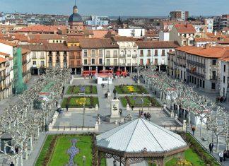 Vista de la Plaza de Cervantes en abril