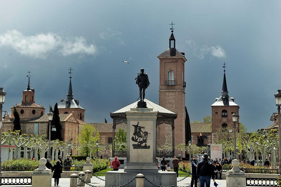 La Plaza de Cervantes a finales de abril