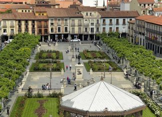 La Plaza de Cervantes en primavera