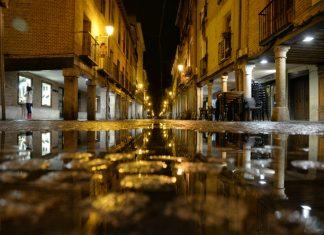 Nocturna de lluvia en la calle Mayor