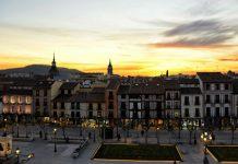 Nocturna de la Plaza de Cervantes