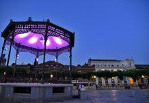 El kioso de la Plaza de Cervantes un anochecer de verano