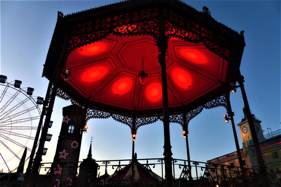 Iluminación en rojo Día Mundial de la Lucha contra el Sida