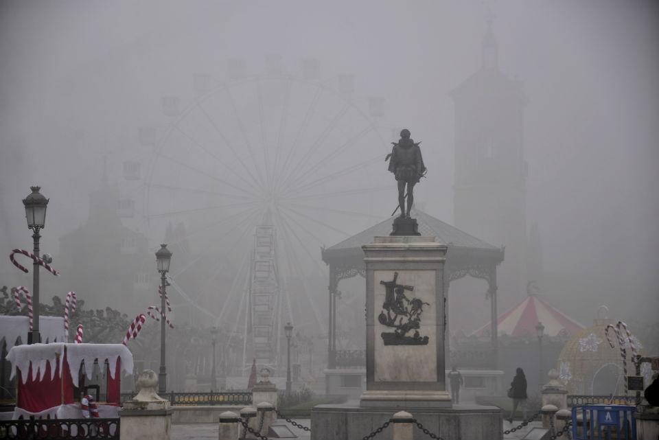 Niebla en la ciudad de la Navidad