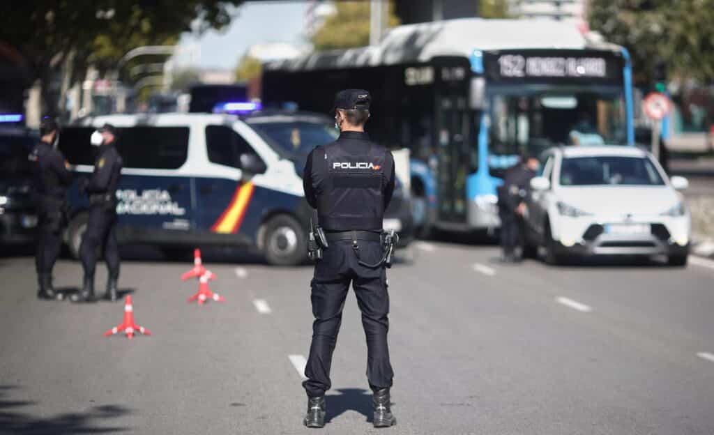 Policías de Leganés durante un control.