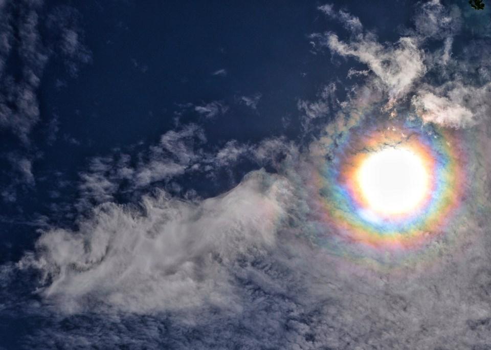 Espectacular fenómeno de iridiscencia sobre los cielos de Alcalá de Henares