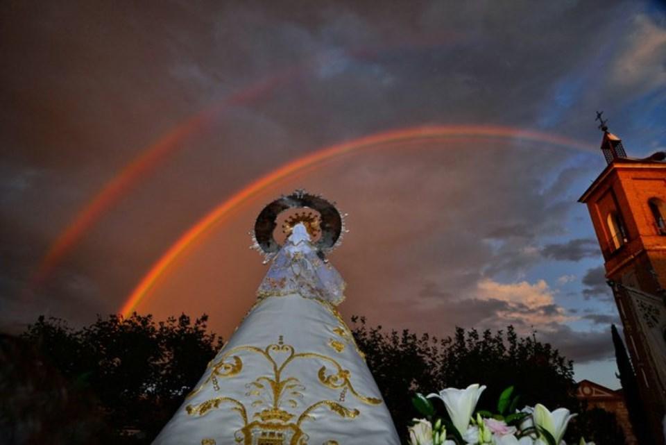 Arcoíris en la procesión de regreso de Nuestra Señora del Val desde su ermita